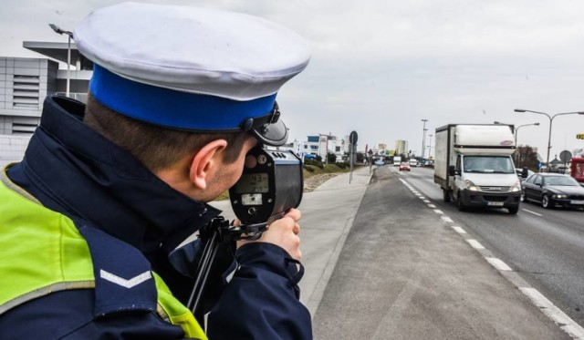 Kierowca chciał dać policjantowi stówkę i pędzić dalej na wakacje