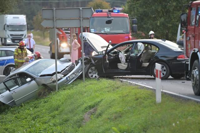 Wypadek dwóch samochód na drodze krajowej nr 55 w Mokrem w powiecie grudziądzkim