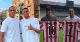 Rivaldo zwiedził Wawel. W Krakowie mistrz świata z Brazylii czuje się wyśmienicie. Od Cracovii dostał koszulkę z numerem 10