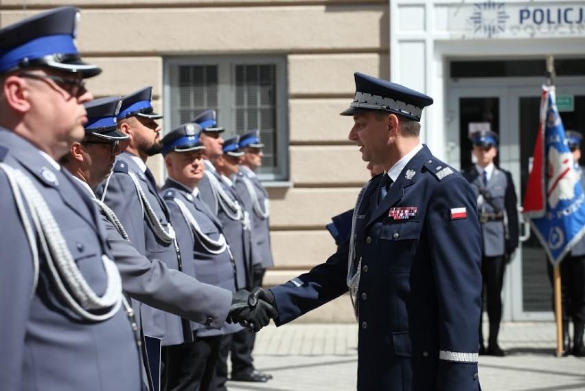 Nowi oficerowie w szeregach policji w Czarnkowie