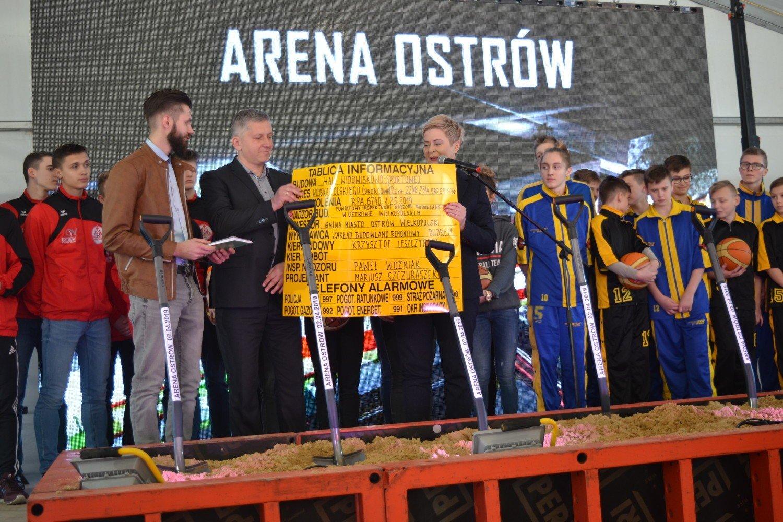 c5efb8f5 Arena Ostrów będzie gotowa w 2020 roku! Dziś oficjalnie wkopano ...