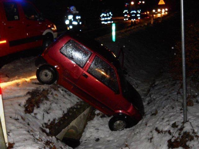 Cztery osoby ranne w wypadku samochodowym w Chwaliszewie pod Krotoszynem