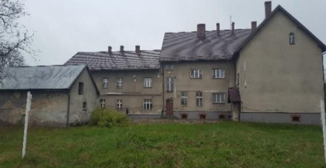 Obecny wygląd budynku po szkole podstawowej w Urbanowicach