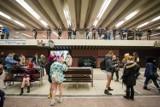 W metrze bez spodni! Kontrowersyjna akcja znów w Warszawie [ZDJĘCIA]
