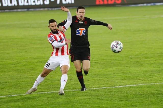 Tomas Vestenicky (z lewej) z Cracovii w meczu z Jagiellonią Białystok