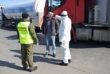 Polacy wracają do kraju. Straż Graniczna współpracuje z innymi służbami