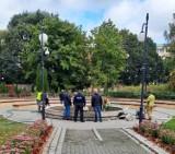 Śledczy z Miastka obejrzeli zapisy z monitoringu poprzedzające znalezienie zwłok w fontannie