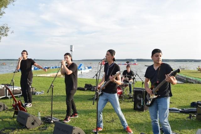 Koncert z jeziorem w tle - Zespół NieWiem. Koncert przy Grzybku. Zbąszyń - 27.07.2021