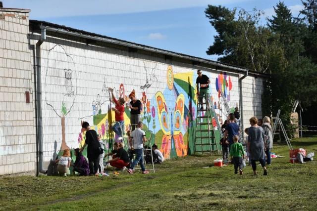 Mieszkańcy Brodnicy namalowali kolorowy mural