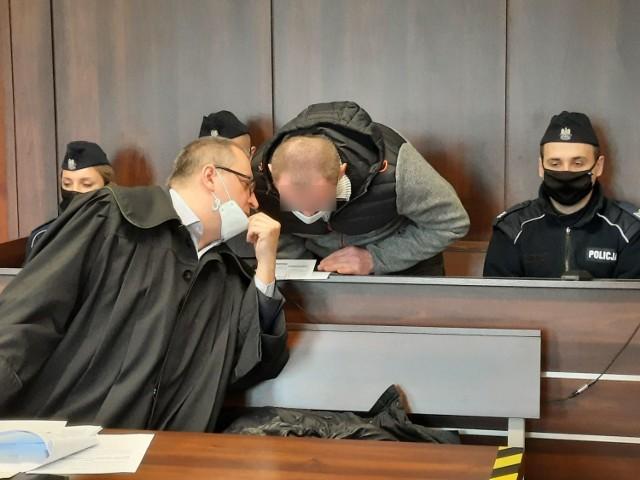 Proces 42-letniego Arkadiusza N. z Antoniowa pod Ozimkiem rozpoczął się dziś (3.03) przed Sądem Okręgowym w Opolu. Mężczyzna nie przyznaje się do zabójstwa i odmówił składnia wyjaśnień.