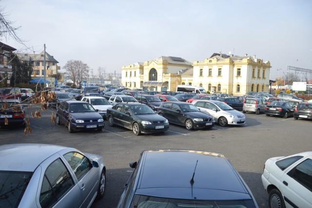 Budowa węzła przesiadkowego przy ulicy Poniatowskiego w Bochni ciągle się nie rozpoczęła, choć promesę na tę inwestycję przyznano już w 2019 roku
