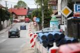 Kraków. Ponad pół roku przerwy w przebudowie ulicy Łokietka. Nie mogą dogadać się w sprawie organizacji ruchu [ZDJĘCIA]