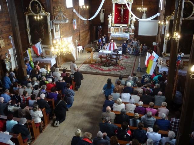 Zdjęcia archiwalne z odpustu w kościele pw. Podwyższenia Krzyża Świętego w Gogolewie