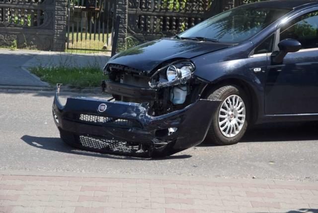 W poniedziałek około 12:00 na ulicy Grunwaldzkiej w Gnieźnie kierowca Fiata Punto potrącił motocyklistę. Wskutek uderzenia prowadzący jednośladem trafił do szpitala.   Zobacz więcej: Potrącenie motocyklisty na ulicy Grunwaldzkiej w Gnieźnie
