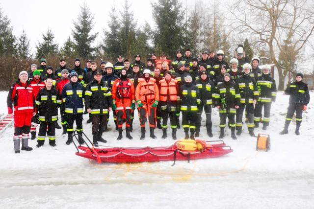 Chełm. Wspólne ćwiczenia ratownicze na lodzie straży pożarnej i ratowników WOPR (ZDJĘCIA)