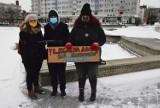 Oleśnicki Strajk Kobiet zbiera podpisy na placu Zwycięstwa