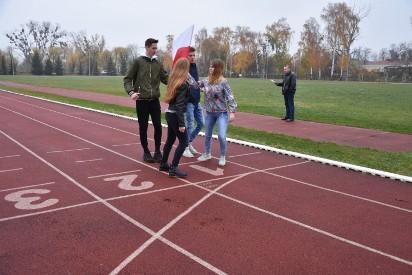 Sztafeta niepodległościowa – bieg z flagą na stadionie przy Kaliskiej
