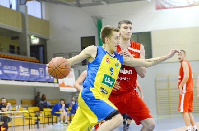 Dawid Piasecki (na zdjęciu) w sobotnim meczu rzucił dla KK Oleśnica 10 punktów, zaliczył 5 zbiórek i 2 asysty