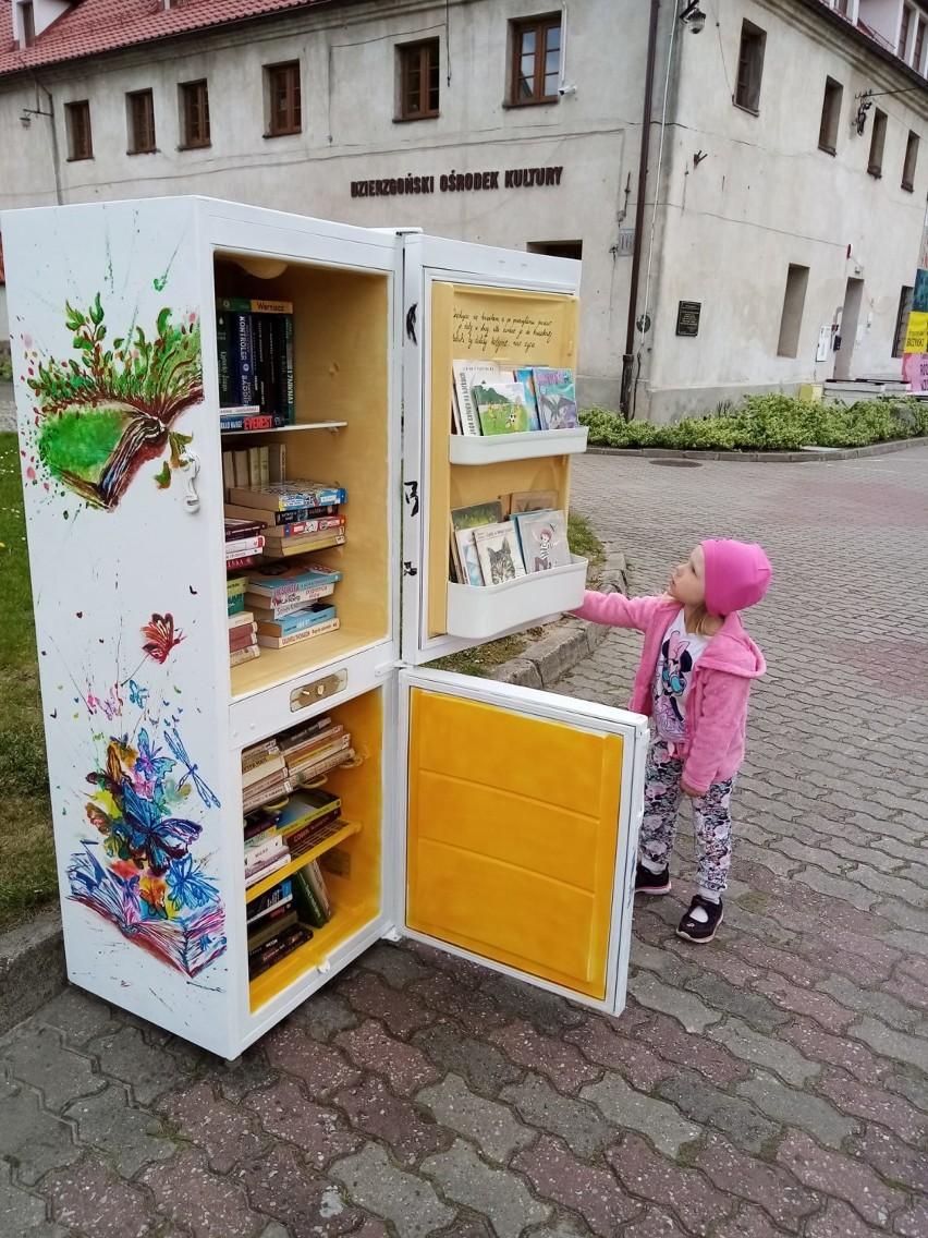 Lodówka pełna książek
