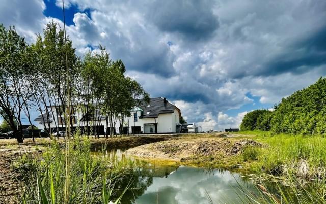 Ilkus Hotel & Restaurant, restauracja pod Olkuszem, w miejscowości Krze. Otworzyła się 3.06.2021r.