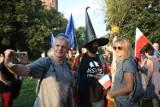 """W Krakowie przeszedł marsz """"cnotliwych niewiast, wiedźm i innych obywateli"""" [ZDJĘCIA]"""