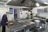 Chełm. Po gruntownym remoncie kuchnia w Szkole Podstawowej nr 5 zyskała  nowy wygląd - zobaczcie zdjęcia