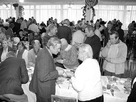Ponad dwieście pięćdziesiąt osób zasiadło do największej w mieście wspólnej Wigilii. Fot: Olgierd Górny