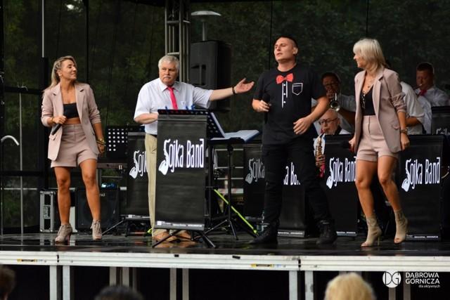 Wakacyjne koncerty w dąbrowskich parkach cieszą się popularnością Zobacz kolejne zdjęcia/plansze. Przesuwaj zdjęcia w prawo - naciśnij strzałkę lub przycisk NASTĘPNE