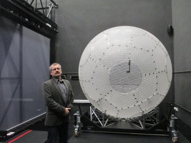 Dr inż. Jacek Lebiedź i sferyczny symulator chodu umożliwiający wędrówkę w nieskończoność