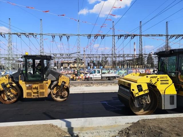 Powstaje kolejny fragment nawierzchni w ramach budowanego tramwaju na Popowice. Jest też wykonawca II etapu prac