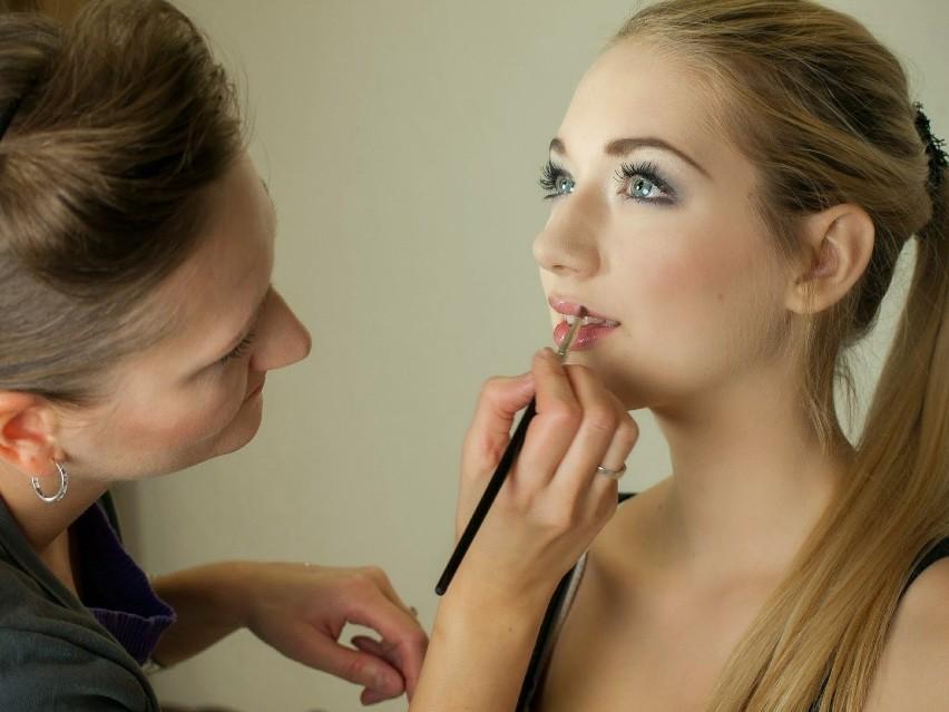 Idealny makijaż to umiejętne korzystanie z bronzera. Dzięki...