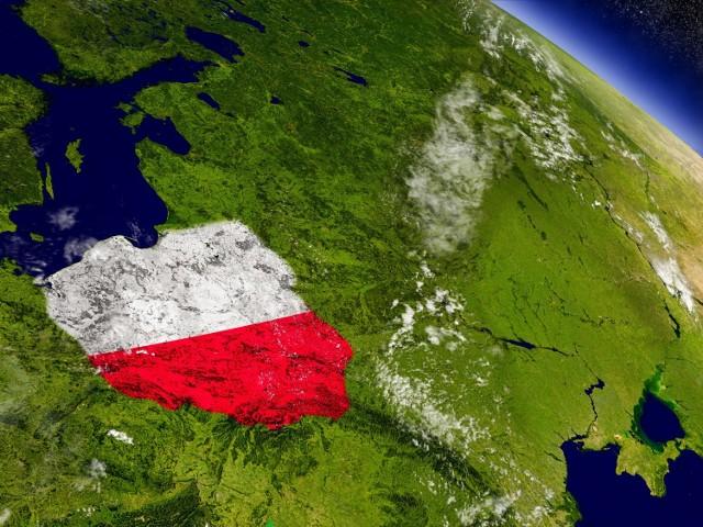 Jeśli wydaje ci się, że gdzie indziej trawa jest bardziej zielona niż w Polsce, a wszyscy, oprócz naszych rodaków mają większe szanse na międzynarodową sławę, jesteś w błędzie. W historii nie brakuje bowiem Polaków, którzy zapisali się w pamięci całego świata i są rozpoznawalni w setkach krajów. Nie wierzysz? Wybraliśmy zaledwie dziesięć takich osób i to żyjących w ostatnich dekadach. Zapewniamy jednak, że jest ich o wiele więcej. Ciekawe, czy znasz wszystkich z tej dziesiątki...