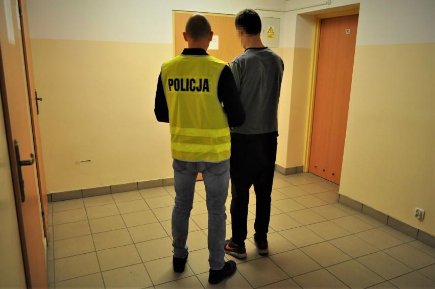 Miał być w więzieniu, a spacerował po Barnowie. Policjanci znaleźli przy nim narkotyki
