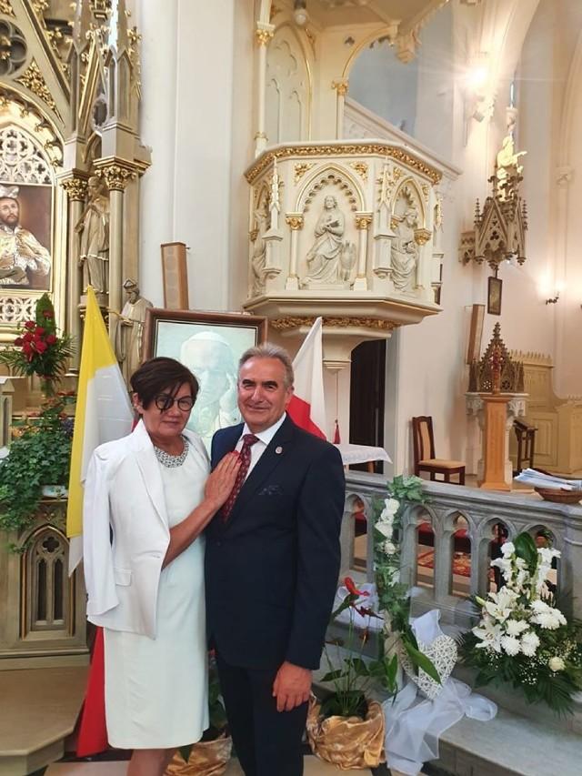 28 lipca senator Ryszard Bober dodał na Facebooku zdjęcie z kościoła. Wraz z żoną świętował tego dnia 40. rocznicę ślubu. Oboje nie mieli założonych maseczek