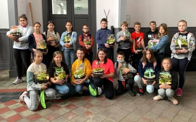 Uczniowie z Bieniądzic i Kurowa wzięli udział w warsztatach ekologicznych na Dworcu Kulturalnym Wieluń Dąbrowa. Zobaczcie efekty ich pracy.