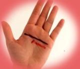 Co oznacza #liniaprosta na dłoni? Niezwykła akcja