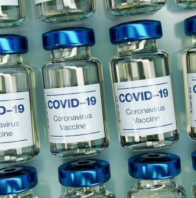 Każda zaszczepiona osoba powinna pozostać pod obserwacją przez co najmniej 15 minut od podania preparatu na wypadek wystąpienia nagłych reakcji niepożądanych.