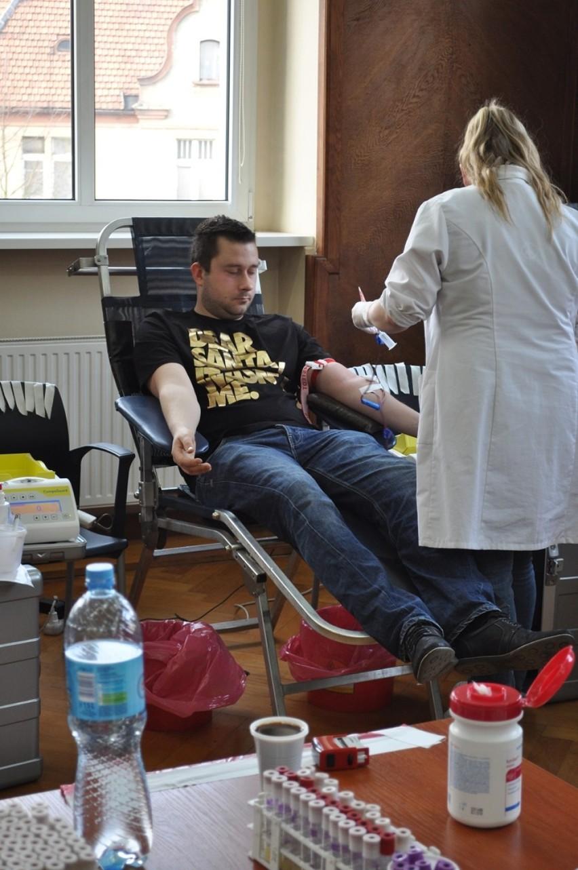 Zbiórka krwi przy śremskiej komendzie