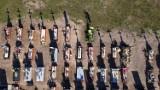 Epidemia koronawirusa zbiera śmiertelne żniwo. Na cmentarzu przybywa nowych mogił