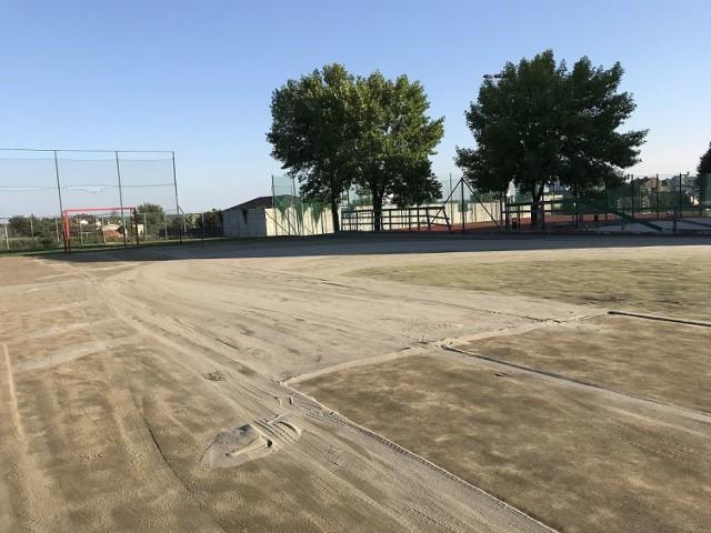 Inwestycje w Kaliszu. Szkoła Podstawowa nr 9 z nowym boiskiem do piłki nożnej