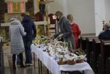 Święcenie pokarmów wielkanocnych w Skierniewicach. Kościół Garnizonowy ZDJĘCIA