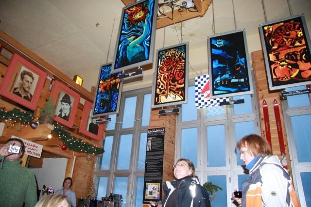 Wystawę neowitraży podziwiać można w restauracji na szczycie Kasprowego