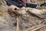 Kolejne ludzkie szczątki odnalezione przez IPN. Masowe pochówki na terenie dawnego więzienia na Pradze Północ