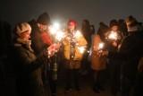 Krakowianie przywitali nowy rok na Kopcu Krakusa. W całym Krakowie strzelały fajerwerki, ale mgła zepsuła widowisko [ZDJĘCIA]