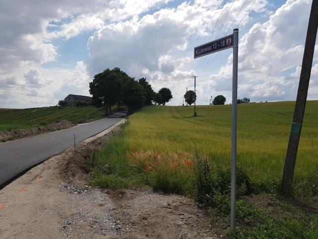 Na remont drogi Linowiec - Wierzbowo gmina pozyskała dotację - ponad 630 tys. złotych. Wójt umowę podpisał z wojewodą