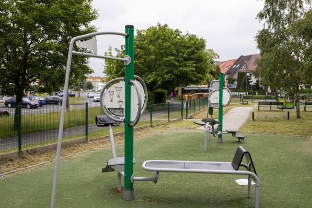 """Zajęcia w ramach projektu """"Szczęśliwe dziecko w Fordonie"""" na tym placu zabaw odbywają się w każdy poniedziałek i środę w lipcu i sierpniu."""
