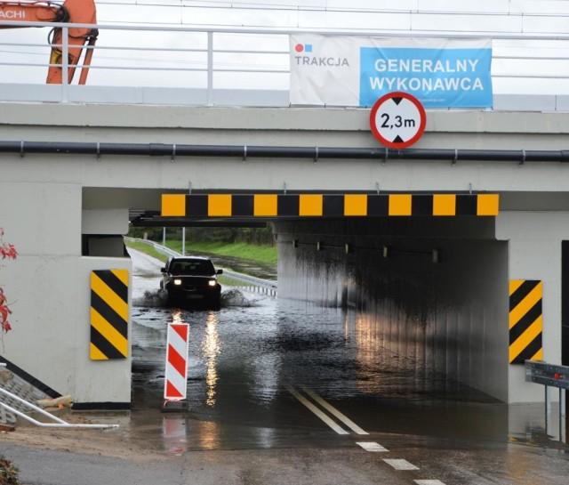 Na ul. Arkadyjskiej wprowadzono zakaz ruchu w obu kierunkach przez tunel drogowy