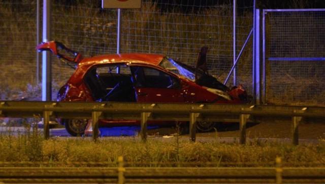 Strażacy z Chełmna wezwani zostali do wypadku na autostradzie A1 przy MOP Drzonowo. Jak mówią strażacy, kierujący toyotą yaris prawdopodobnie za ostro wszedł w zakręt i auto dachowało. Kiedy służby dotarły na miejsce auto było koło MOP-u. Ratownicy musieli wyciąć dostęp do poszkodowanej kobiety, która została uwieziona w samochodzie. Pocięli tylne drzwi z prawej strony i wyciągnęli zakleszczona podróżującą. Została przetransportowana do szpitala celem dalszej diagnostyki. Całe auto zostało zniszczone. Straty oszacowano na 30 tys. złotych.   Jak przetrwać upały? Zobacz rady Krzysztofa Wiśniewskiego.