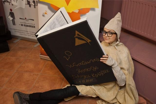 Wrocławskie Targi Dobrych Książek to impreza wyczekiwana przez czytelników. Mole Książkowe pokazują, że literatura wcale nie ciąży, a czytelnik przy dobrej książce może odpocząć