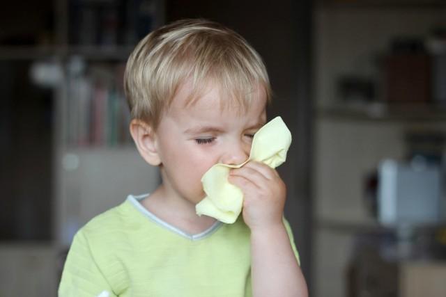 Katar to nie choroba, czy w takim razie posyłać dziecko z nieżytem nosa do przedszkola lub szkoły?